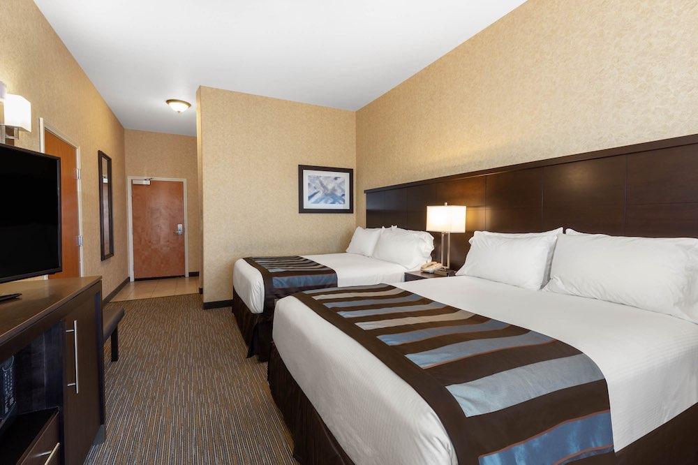 Accommodations at Wingate Hotel Moses Lake